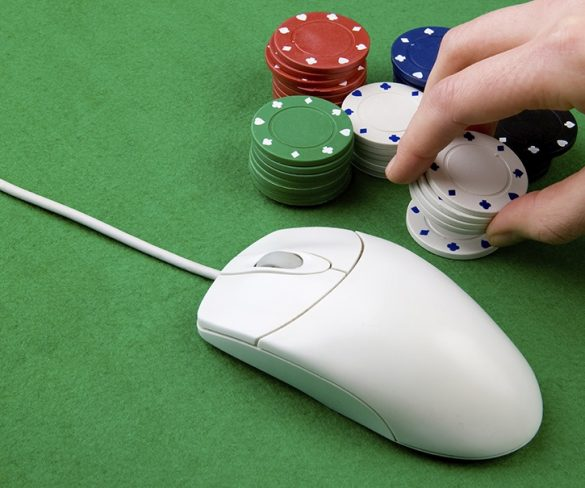 4 Tools that will help you in playing online poker