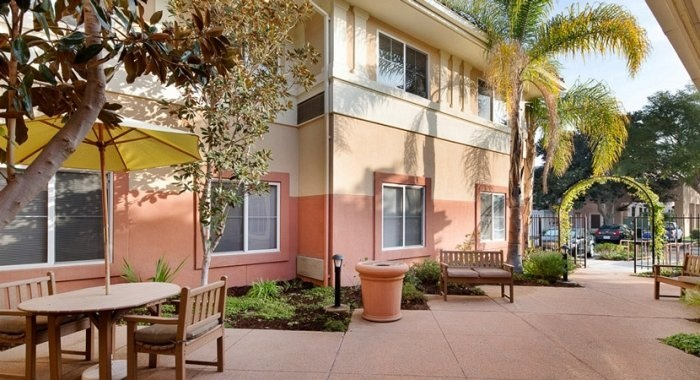 Tips for Choosing an Elderly Care Home in Camarillo, CA