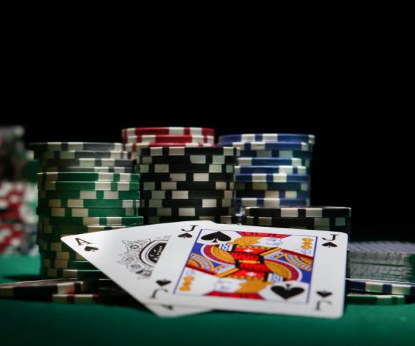 An Insight on How to Play Poker with Bitcoin